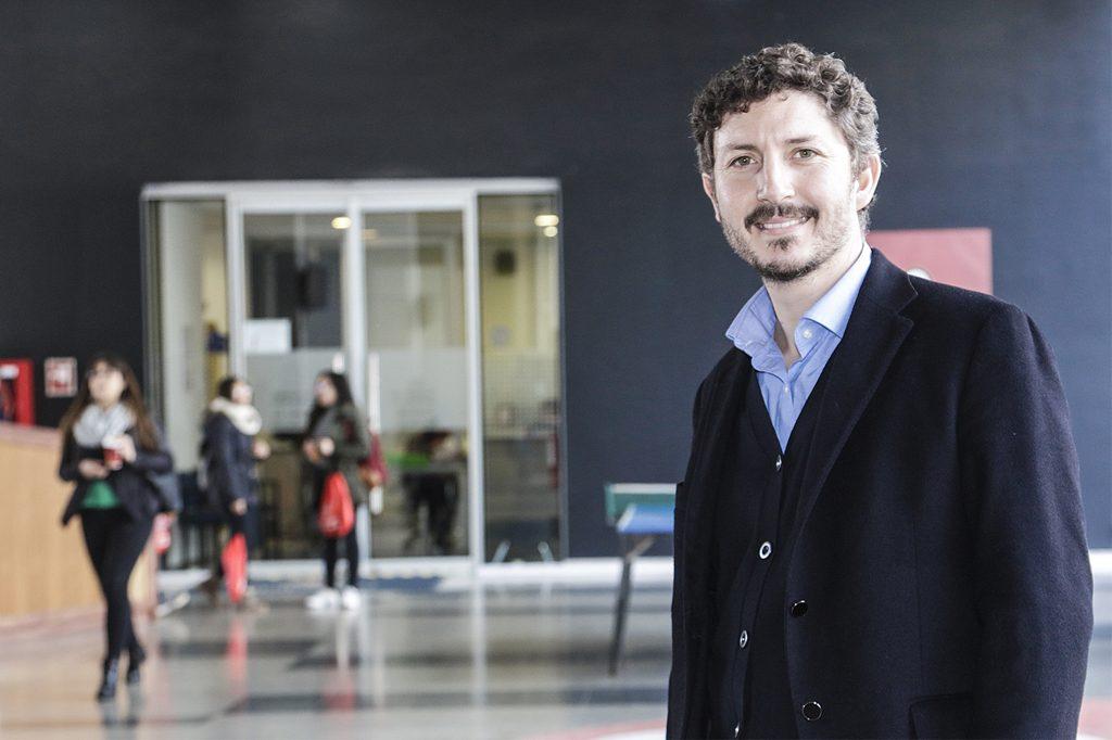 DR. FERNANDO VALENZUELA, Director de Sociología (Viña del Mar).