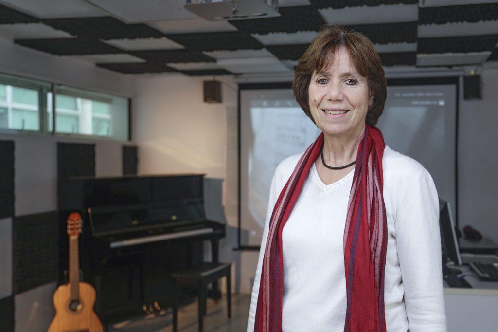 ADRIANA BALTER, Directora de Educación Musical (Santiago).