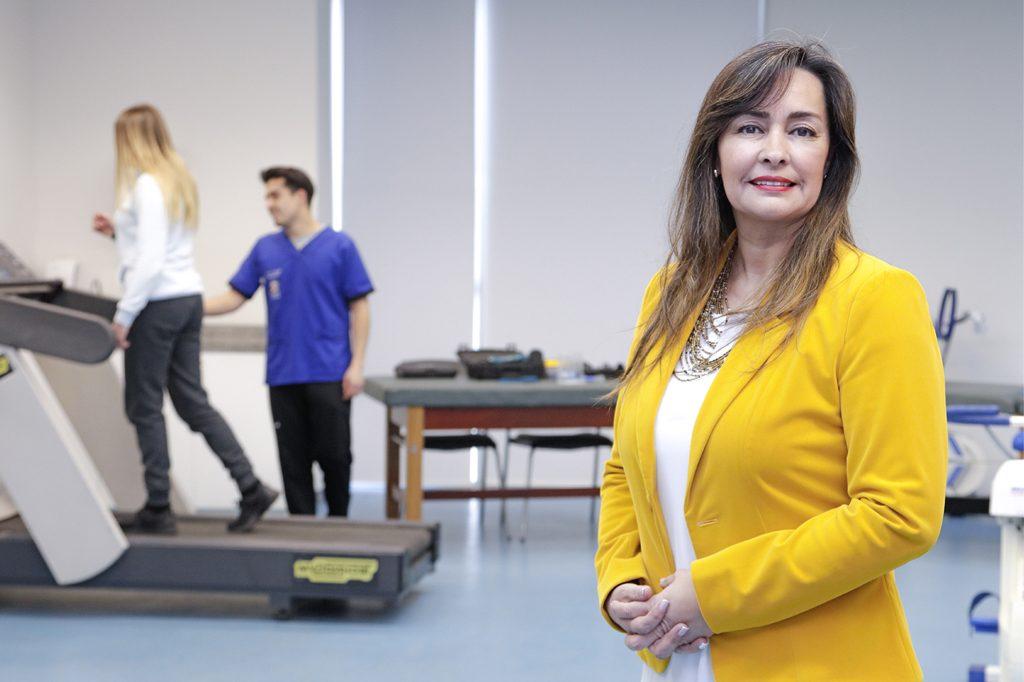 ANDREA RIQUELME, Directora de Escuela de Kinesiología.