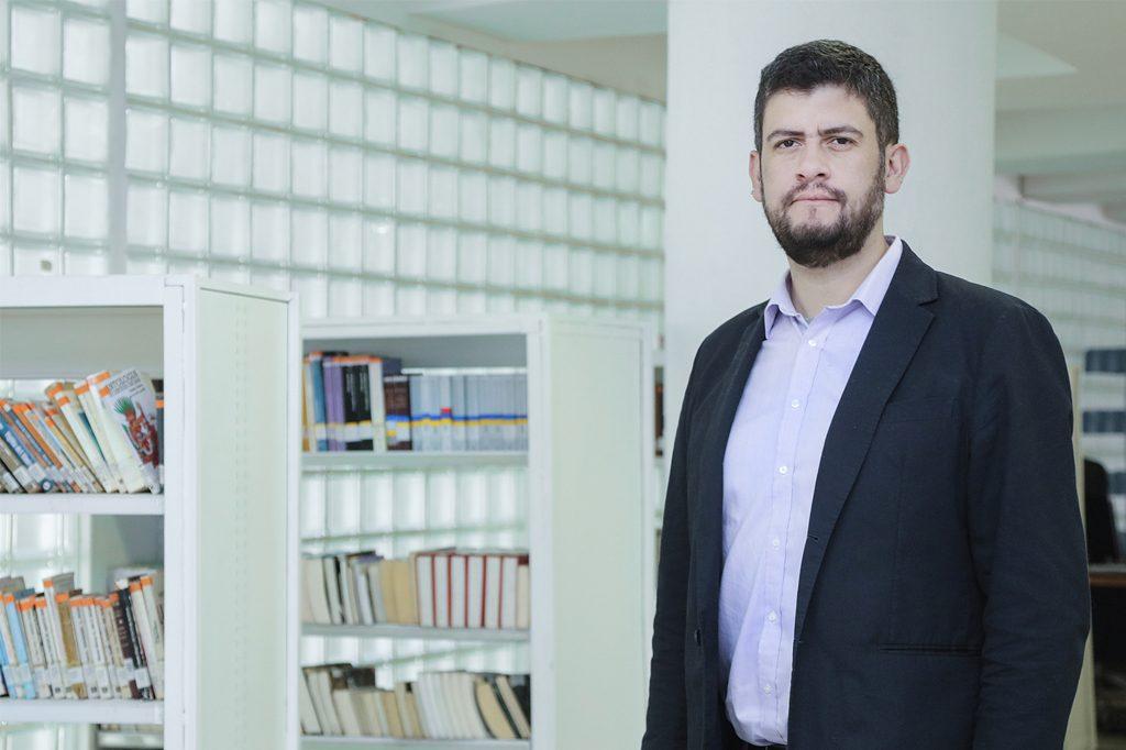 LUIS VALENZUELA, Director de Licenciatura en Letras (Santiago).