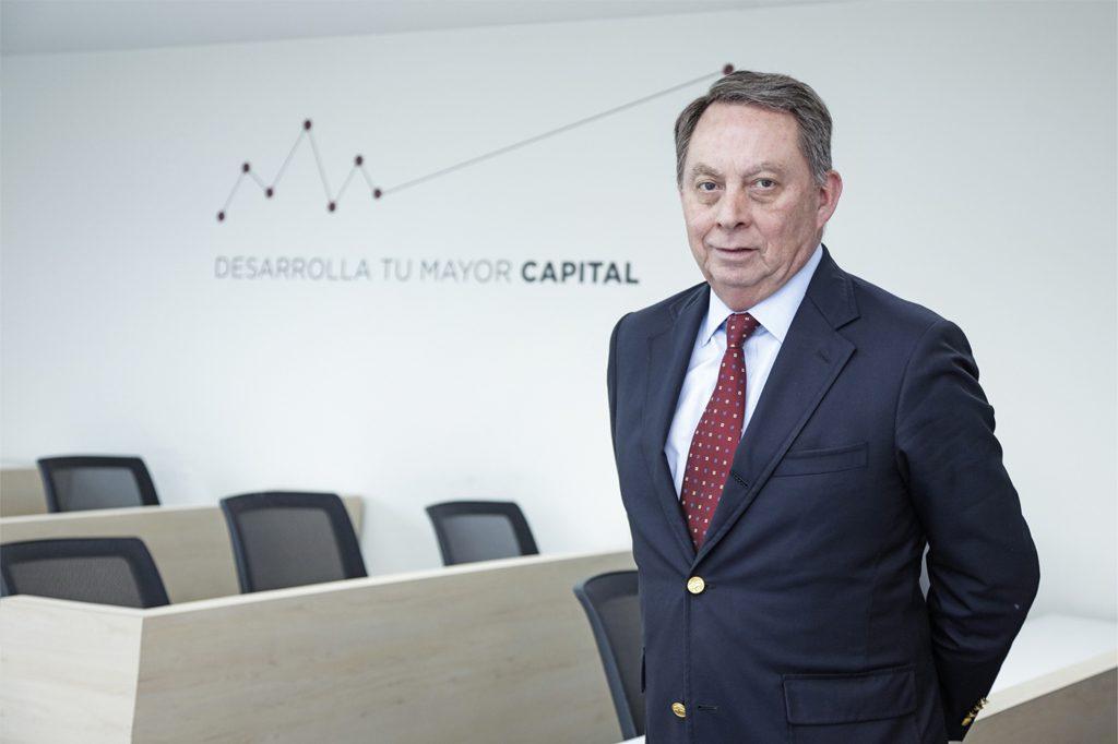 MAURICIO DONOSO, Director Ingeniería en Administración de Empresas (Santiago).