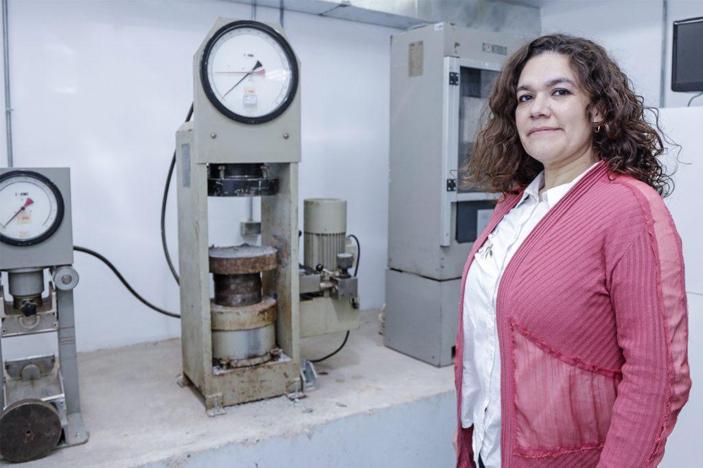 CARMEN MUÑOZ, Directora Ingeniería en Construcción (Santiago).