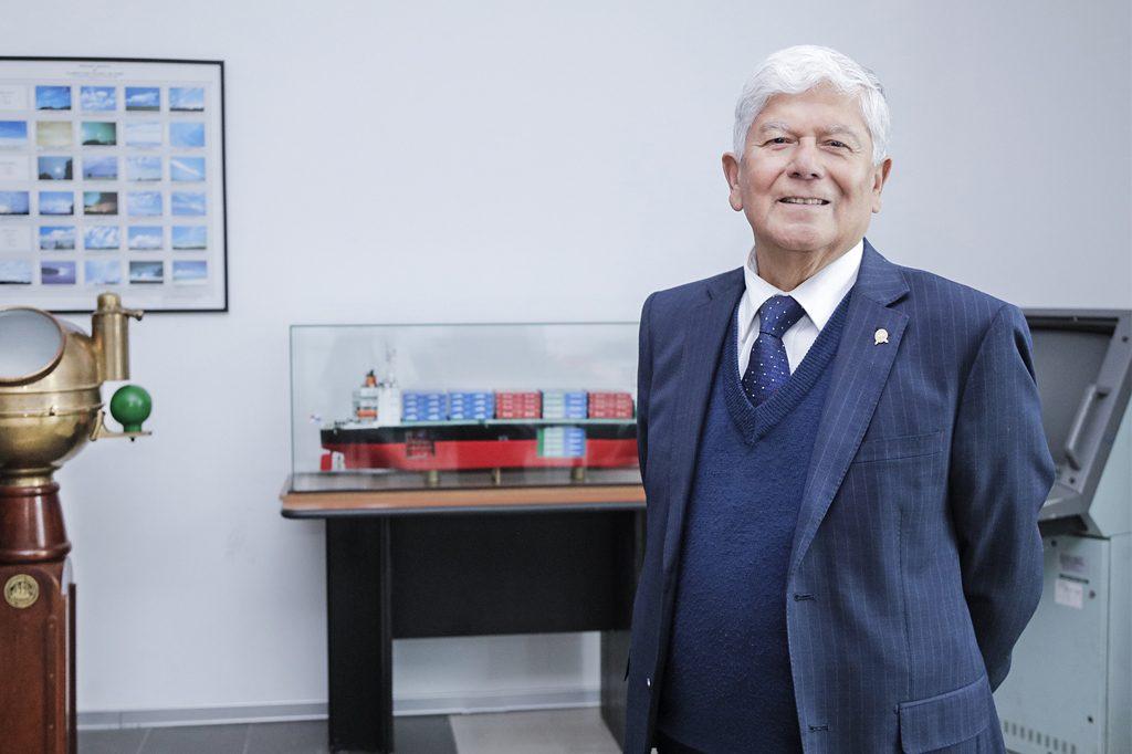 CAUPOLICÁN GUERRA, Director de Ingeniería en Transporte Marítimo (Viña del Mar).