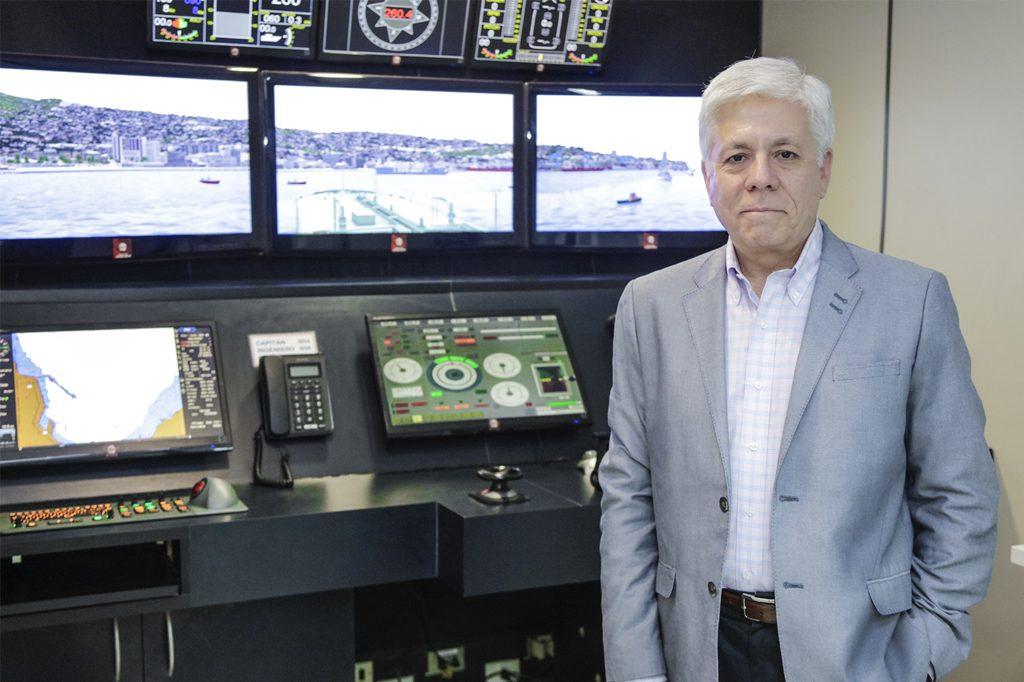 MANUEL VICUÑA, Director de Ingeniería en Marina Mercante (Concepción).