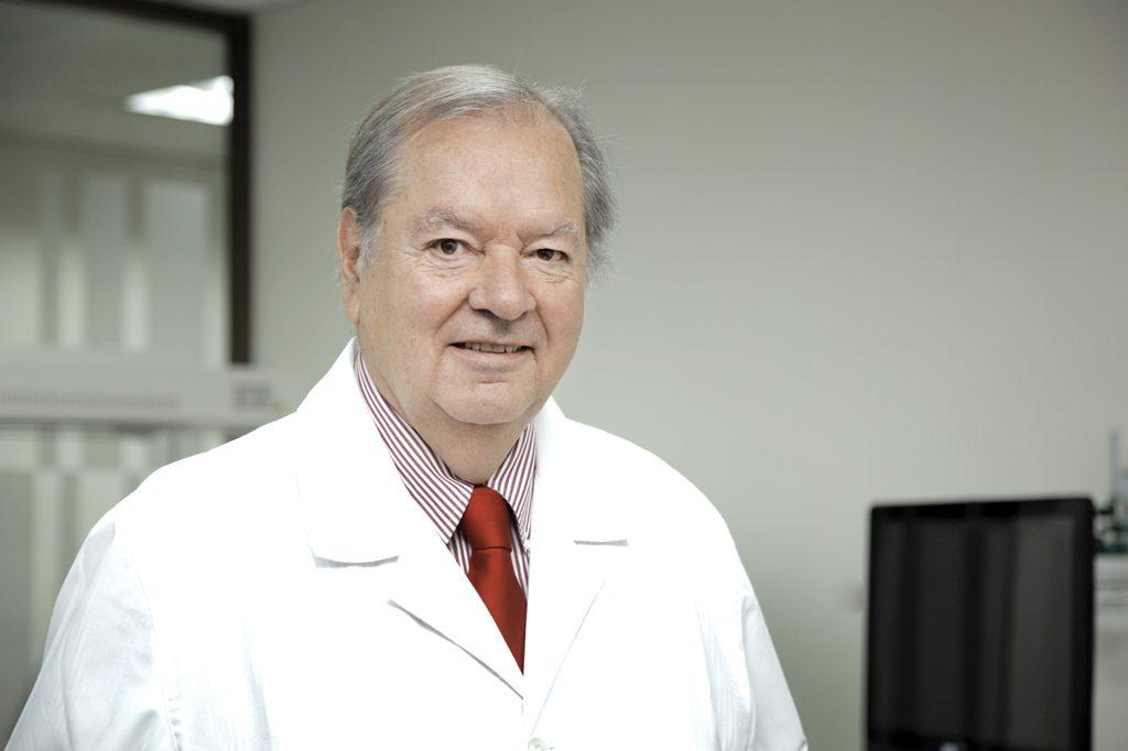 DR. JORGE CABRERA, Director de Escuela.