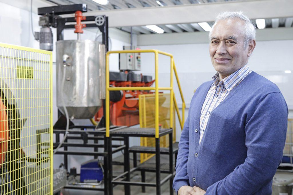 FERNANDO PUCHI, Director Ingeniería Civil en Metalurgia (Santiago).