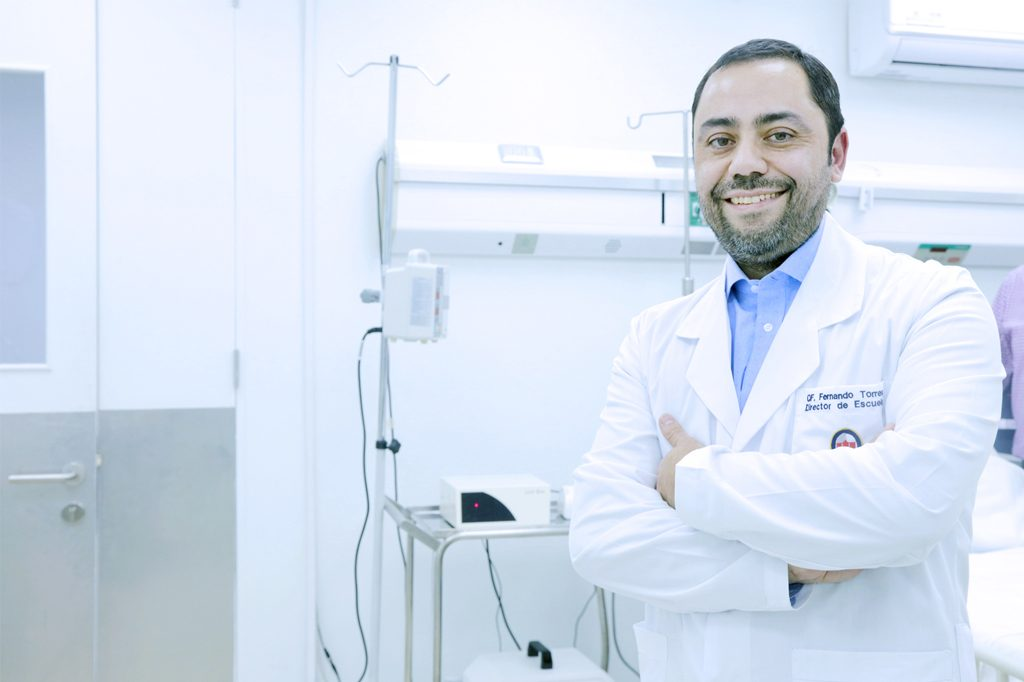 FERNANDO TORRES, Director Química y Farmacia (Santiago).