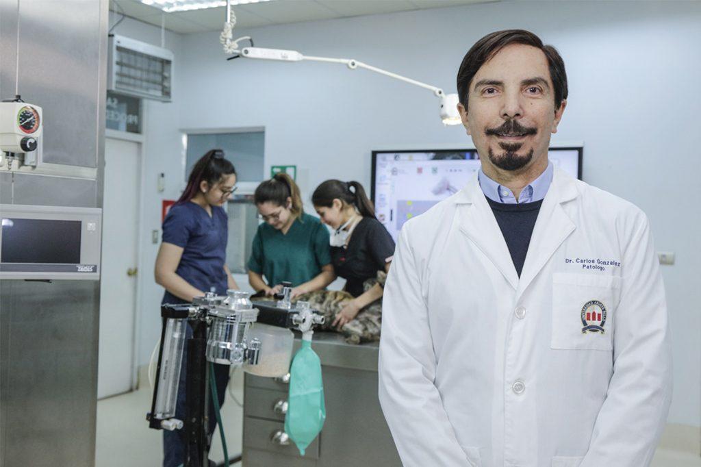 CARLOS GONZÁLEZ, Director Medicina Veterinaria (Santiago).