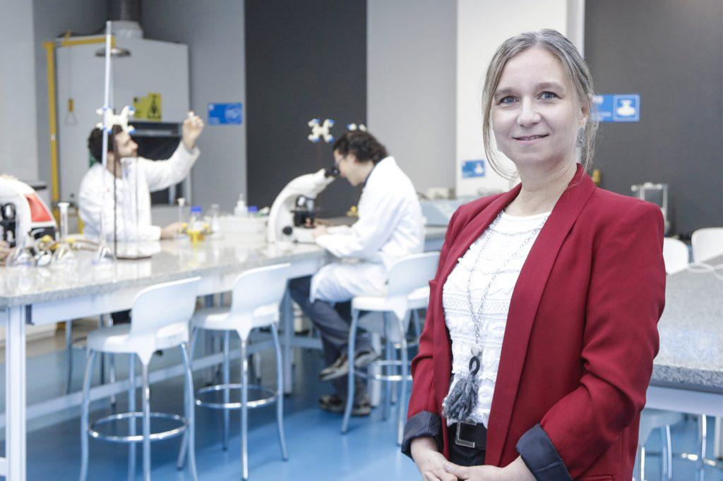 DRA. MARÍA ISABEL OLIVER, Directora de Ingeniería en Biotecnología (Viña del Mar).